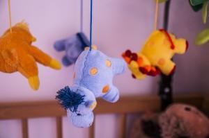 Bébé de 0 à 6 mois : comment bien choisir les premiers jeux d'éveil