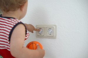 securite-cache-prise-electrique-bebe